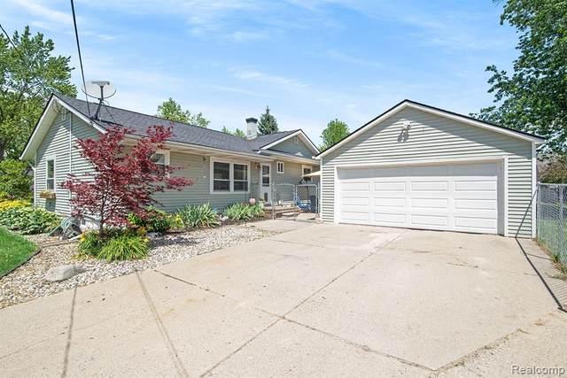 8493 Chelmsford Drive, Swartz Creek, MI 48473 (#2210046544) :: Real Estate For A CAUSE