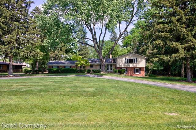 6205 Indianwood Trail, Bloomfield Twp, MI 48301 (#2210046875) :: Real Estate For A CAUSE