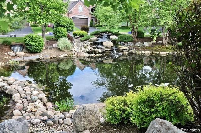 9086 Lake Dominion Drive, Brighton Twp, MI 48114 (#2210047661) :: Novak & Associates