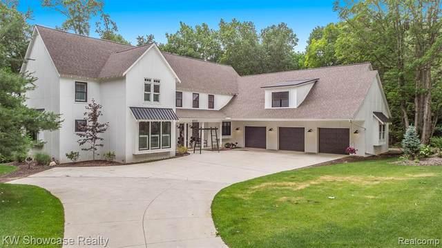 8532 Winans Lake Road, Green Oak Twp, MI 48116 (#2210048493) :: GK Real Estate Team