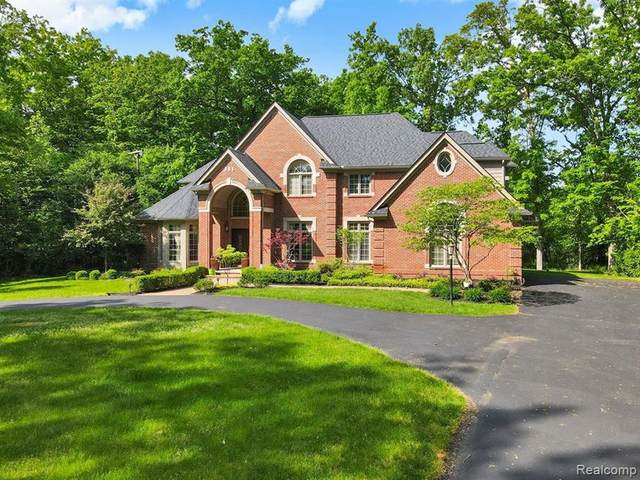 30205 Helmandale Drive, Franklin Vlg, MI 48025 (#2210049984) :: Real Estate For A CAUSE
