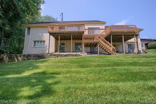 31120 Applewood Lane, Farmington Hills, MI 48331 (#2210052356) :: Duneske Real Estate Advisors