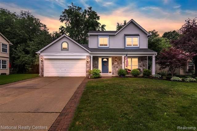 976 Oak Creek Drive, South Lyon, MI 48178 (#2210055301) :: Duneske Real Estate Advisors
