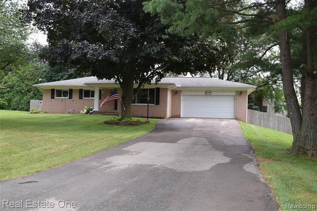 2687 Montebello Road, Waterford Twp, MI 48329 (#2210055934) :: The Mulvihill Group