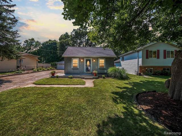 1277 Merry Road, Waterford Twp, MI 48328 (#2210058359) :: Real Estate For A CAUSE
