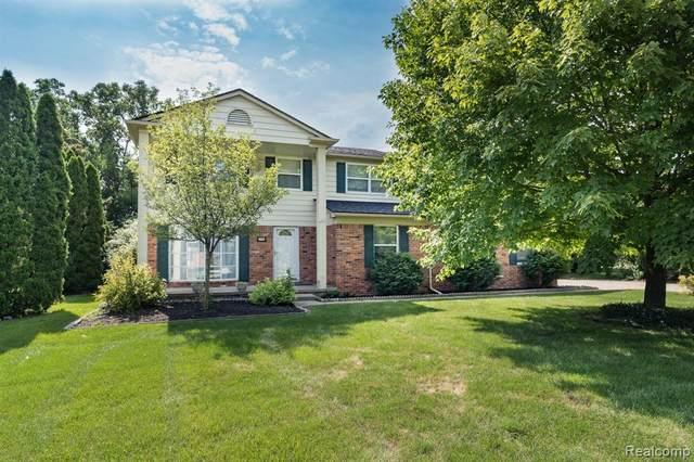 2802 Sandhurst, Rochester Hills, MI 48307 (#2210058526) :: Real Estate For A CAUSE