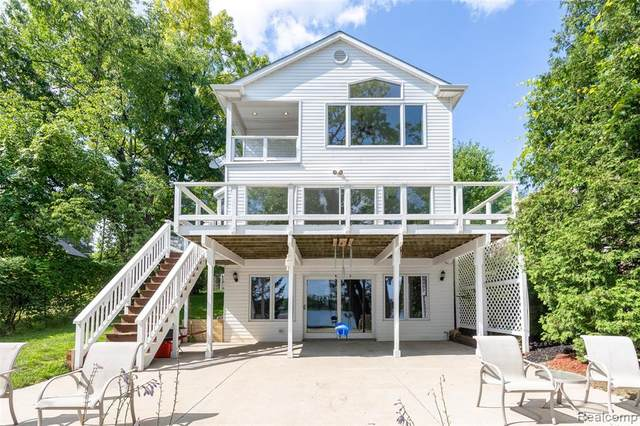 4631 Ennismore Drive, Independence Twp, MI 48346 (#2210059335) :: The Mulvihill Group