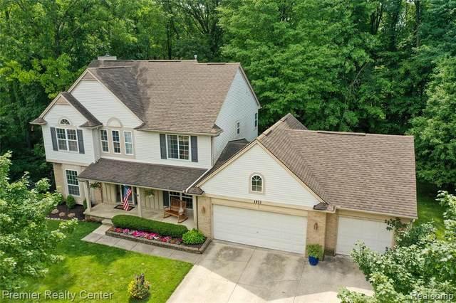 4853 Waldon Woods Drive, Commerce Twp, MI 48382 (#2210060239) :: BestMichiganHouses.com