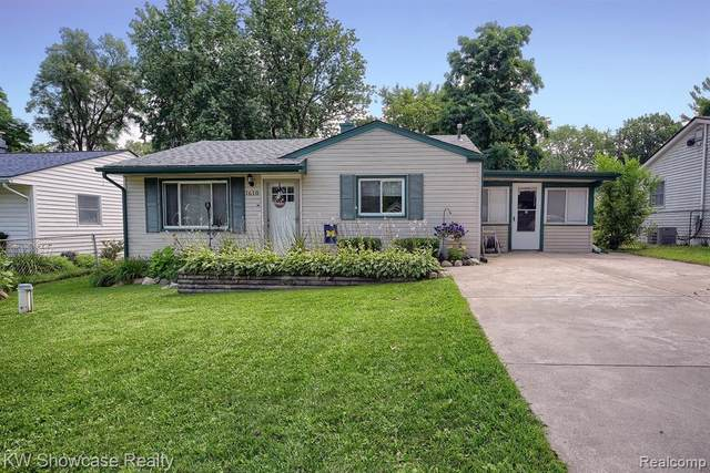 1610 Valley Drive, Highland Twp, MI 48356 (#2210061203) :: BestMichiganHouses.com