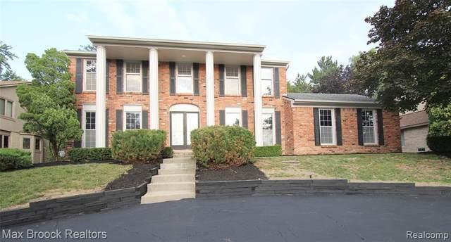 37206 Chesapeake Road, Farmington Hills, MI 48335 (#2210063168) :: The Vance Group | Keller Williams Domain
