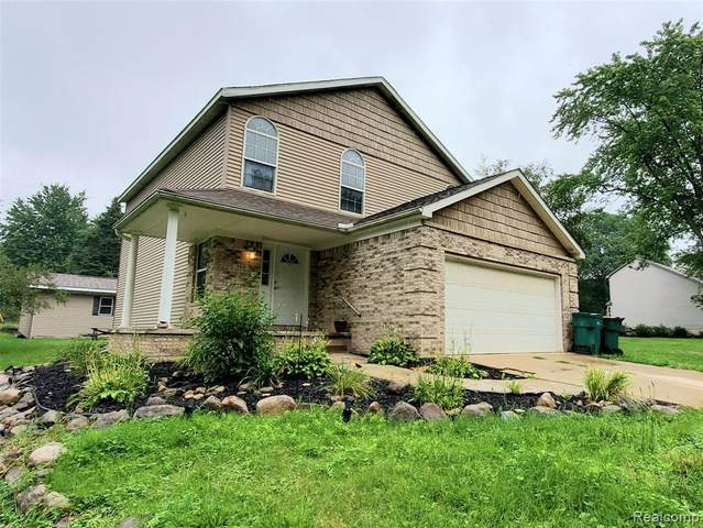 384 N Lake Angelus Road, Auburn Hills, MI 48326 (#2210063796) :: GK Real Estate Team