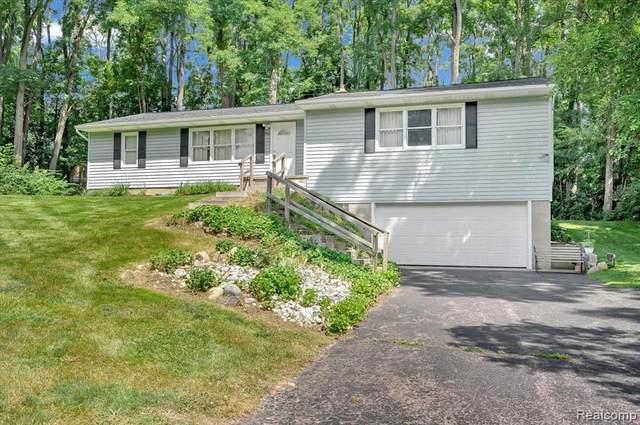 950 W Clarkston Road, Orion Twp, MI 48362 (#2210066125) :: GK Real Estate Team