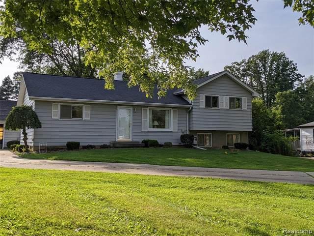 4366 S Center Road, Burton, MI 48519 (#2210067353) :: The Vance Group | Keller Williams Domain