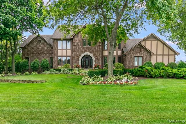 22293 Roxbury Drive, Novi, MI 48374 (#2210067436) :: Duneske Real Estate Advisors