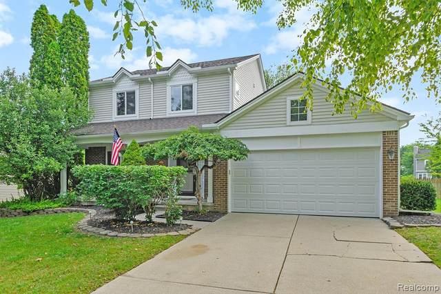 980 S Parkwood Drive, South Lyon, MI 48178 (#2210067617) :: Duneske Real Estate Advisors