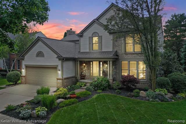 25881 Glenmoor, Novi, MI 48374 (#2210068368) :: Duneske Real Estate Advisors