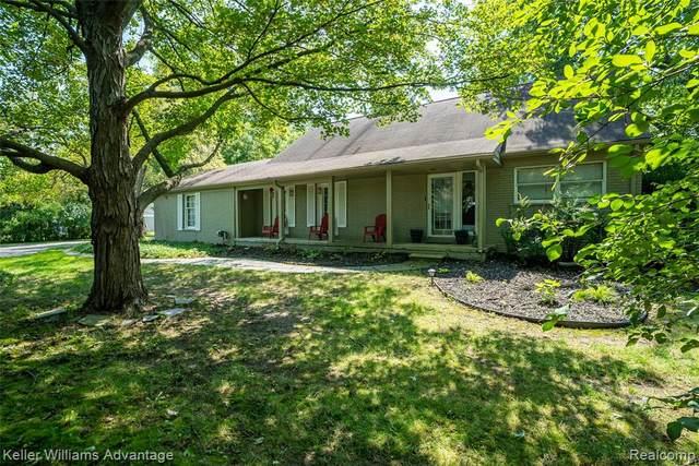 2655 W Long Lake Road, West Bloomfield Twp, MI 48323 (#2210070265) :: GK Real Estate Team