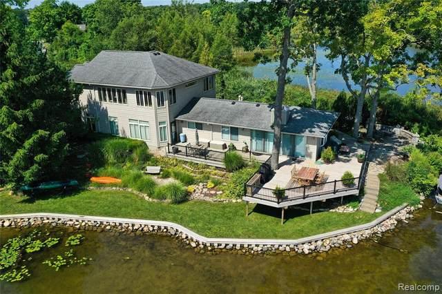 552 Deerpointe, Addison Twp, MI 48367 (#2210070471) :: GK Real Estate Team