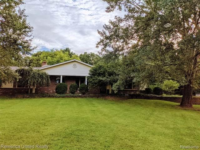 1717 Hartland Woods Drive, Hartland Twp, MI 48843 (#2210074530) :: The Vance Group   Keller Williams Domain