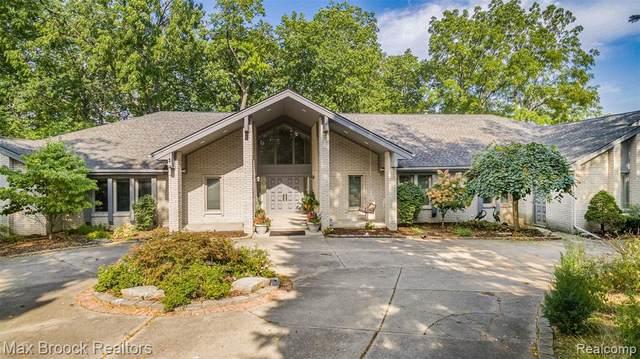 4000 Fox Lake Drive, West Bloomfield Twp, MI 48302 (#2210075462) :: The Vance Group   Keller Williams Domain