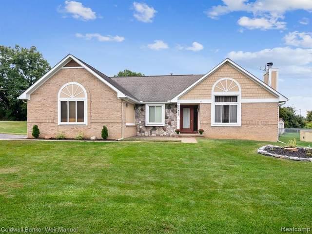 11470 Lakehaven Drive, White Lake Twp, MI 48386 (#2210075519) :: Real Estate For A CAUSE
