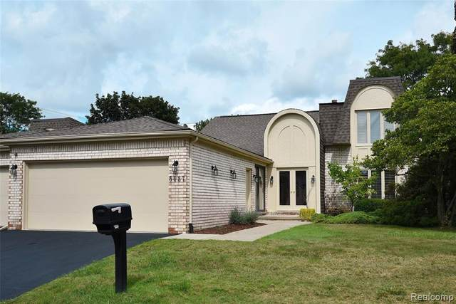 5137 Woodlands Drive #24, Bloomfield Twp, MI 48302 (#2210075738) :: Keller Williams Advantage