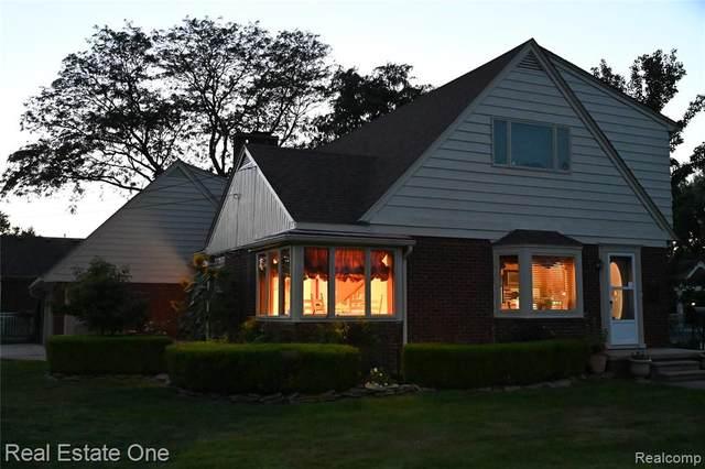 30007 Maison Street, Saint Clair Shores, MI 48082 (#2210076017) :: Robert E Smith Realty
