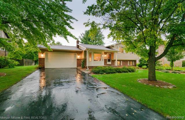7229 Chapel View Drive, Independence Twp, MI 48346 (#2210077093) :: GK Real Estate Team