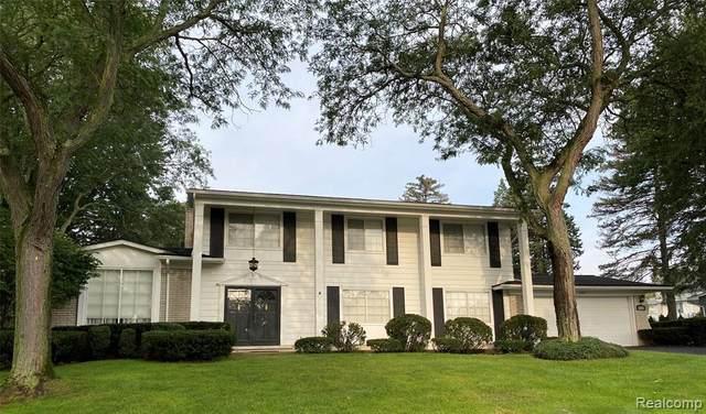 4520 Valleyview Drive, West Bloomfield Twp, MI 48323 (#2210077131) :: GK Real Estate Team