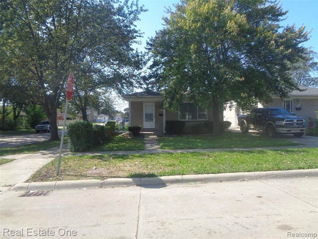 6103 Robindale Avenue, Dearborn Heights, MI 48127 (#2210077356) :: Robert E Smith Realty