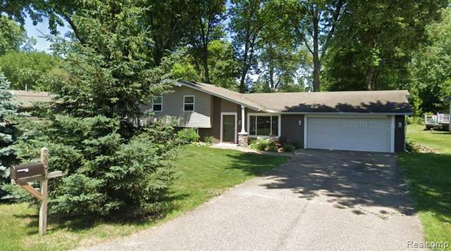 383 Burgess Drive, White Lake Twp, MI 48386 (#2210077853) :: The Vance Group | Keller Williams Domain