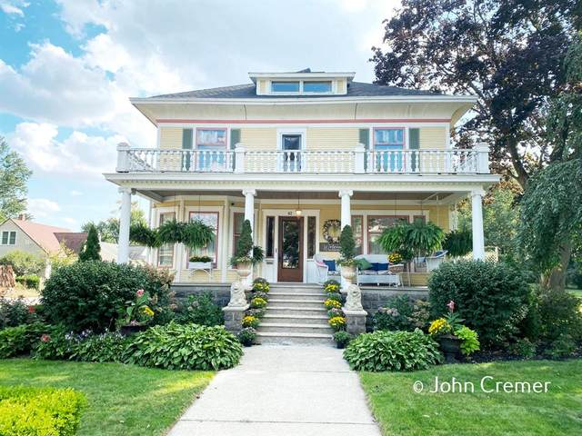 62 E Central Avenue, ZEELAND, MI 49464 (#65021106325) :: Real Estate For A CAUSE