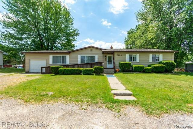 7055 W Stanley Road, Flushing Twp, MI 48433 (#2210078351) :: Real Estate For A CAUSE