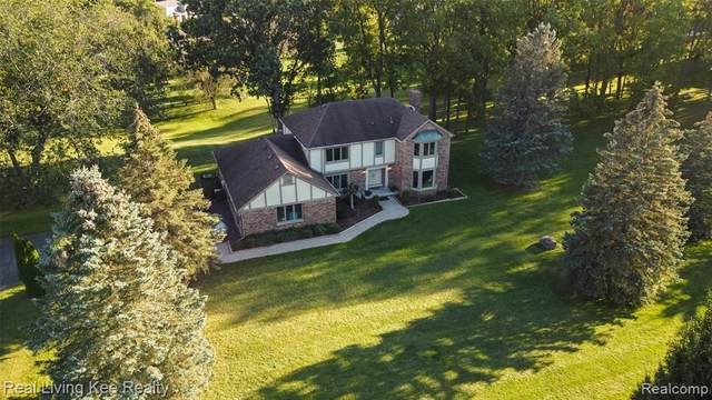 1835 Greenbriar Drive, Rochester Hills, MI 48306 (#2210078762) :: National Realty Centers, Inc