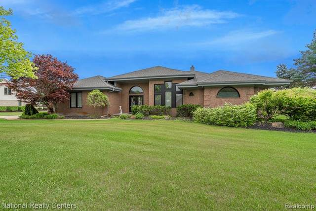 288 Prestwick Trail, Highland Twp, MI 48357 (#2210078984) :: Real Estate For A CAUSE
