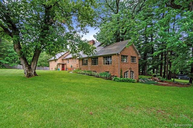 100 Lucy Road, Howell, MI 48843 (#2210079750) :: The Mulvihill Group
