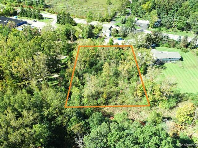 7440 Clement Road, Independence Twp, MI 48346 (#2210080075) :: National Realty Centers, Inc