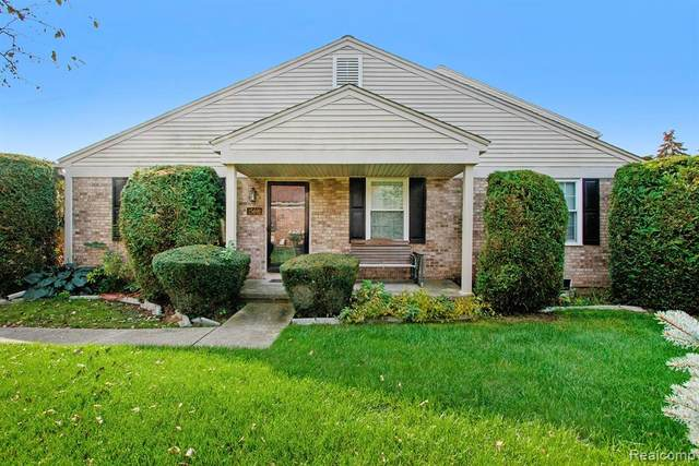 15691 N Franklin Drive, Clinton Twp, MI 48038 (#2210085054) :: National Realty Centers, Inc