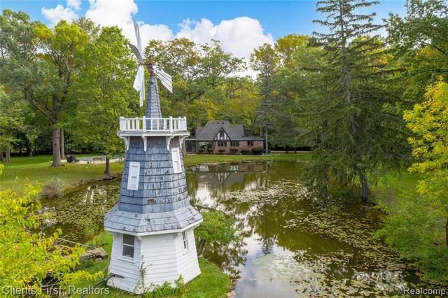 111 Lakeside Drive, Royal Oak, MI 48073 (#2210085788) :: BestMichiganHouses.com
