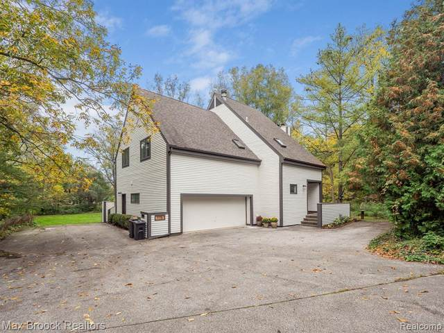 775 Hickory Heights Drive, Bloomfield Twp, MI 48304 (#2210086576) :: BestMichiganHouses.com