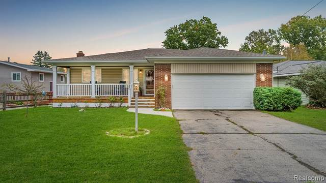 2330 Huff Pl, Highland Twp, MI 48356 (#2210086595) :: GK Real Estate Team