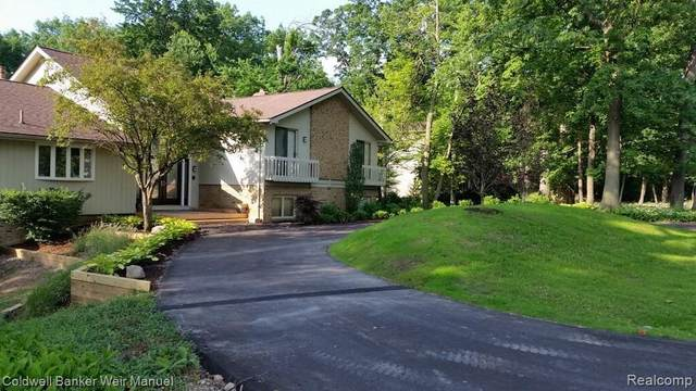 1945 S Hammond Lake Drive, Bloomfield Hills, MI 48302 (#2210086765) :: Robert E Smith Realty