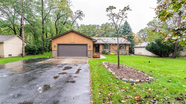 1960 Magnolia Drive, Commerce Twp, MI 48390 (#2210089818) :: Real Estate For A CAUSE