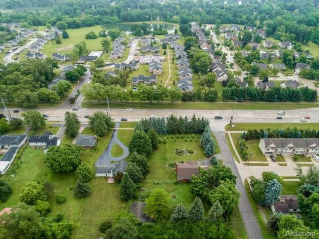 6205 Rochester, Troy, MI 48085 (MLS #218060217) :: The Toth Team