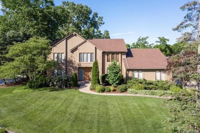2462 Hunters Pond, Bloomfield Hills, MI 48304 (#218090375) :: RE/MAX Classic