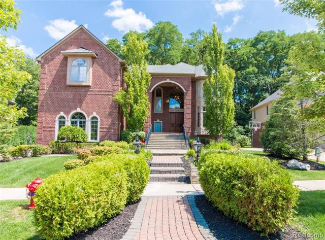 5543 Hampshire Drive, West Bloomfield Twp, MI 48322 (#219008050) :: The Buckley Jolley Real Estate Team