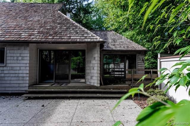 981 Bloomfield Woods, Bloomfield Hills, MI 48304 (#219074341) :: The Mulvihill Group