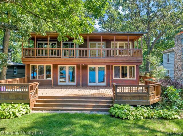 4403 Windiate Park Drive, Waterford Twp, MI 48329 (#219089776) :: The Buckley Jolley Real Estate Team