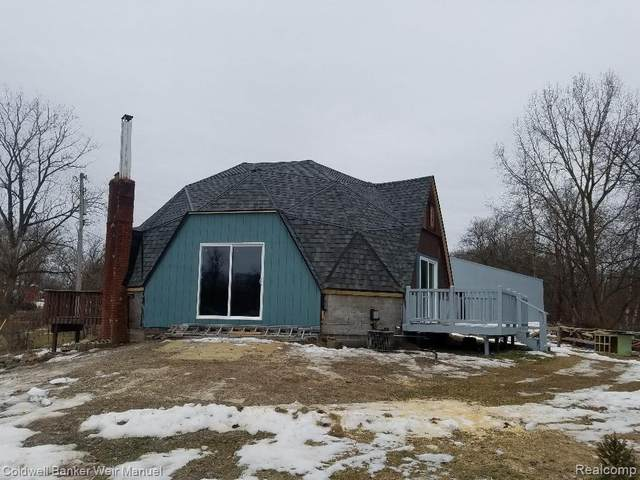 11444 Clark Road, Springfield Twp, MI 48350 (#2200003286) :: The Buckley Jolley Real Estate Team