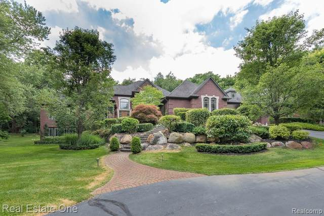6040 N Rochester Road, Rochester Hills, MI 48306 (#2200049531) :: Alan Brown Group